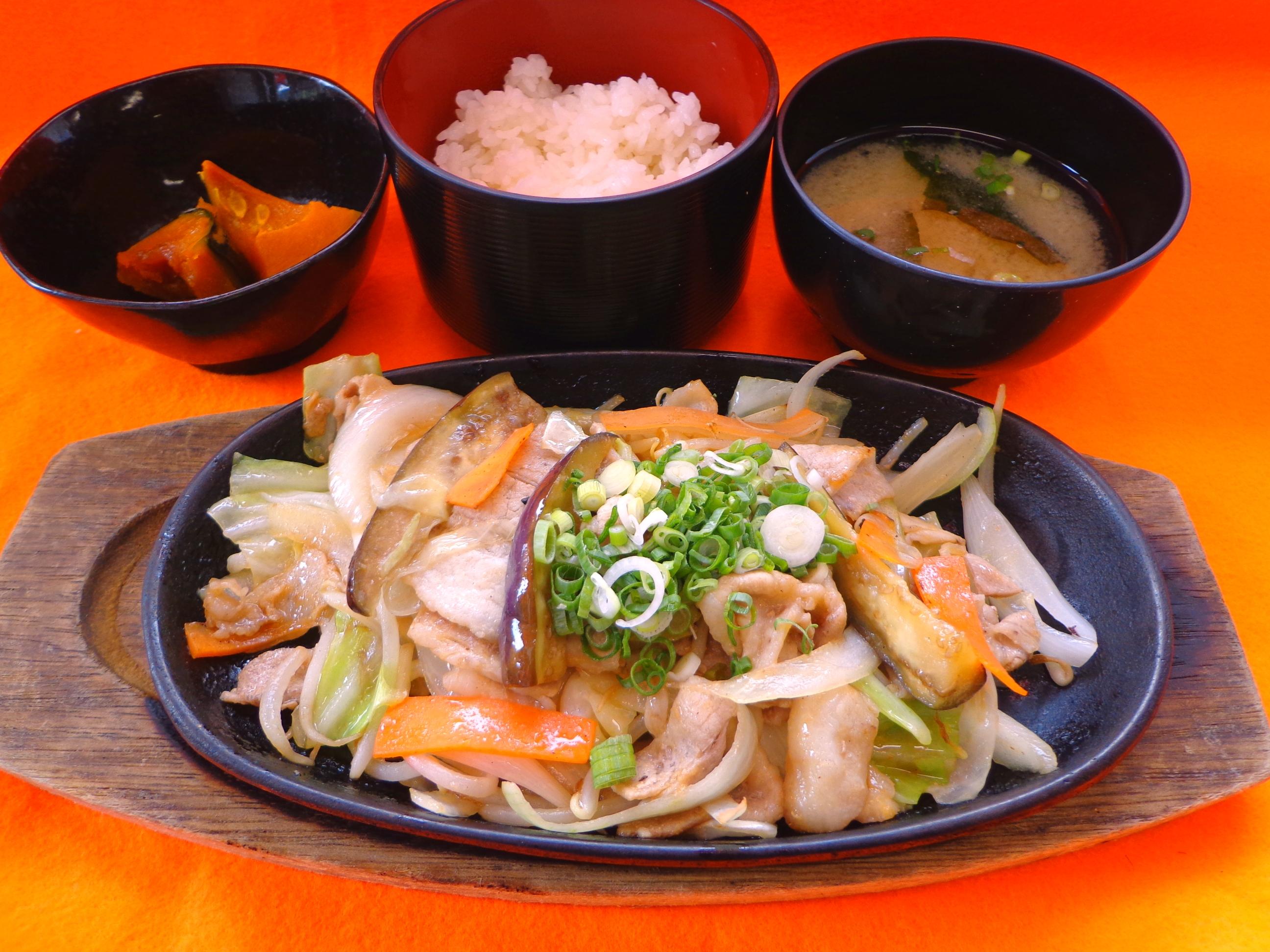 秋の豚バラ!鉄板焼定食 (4)