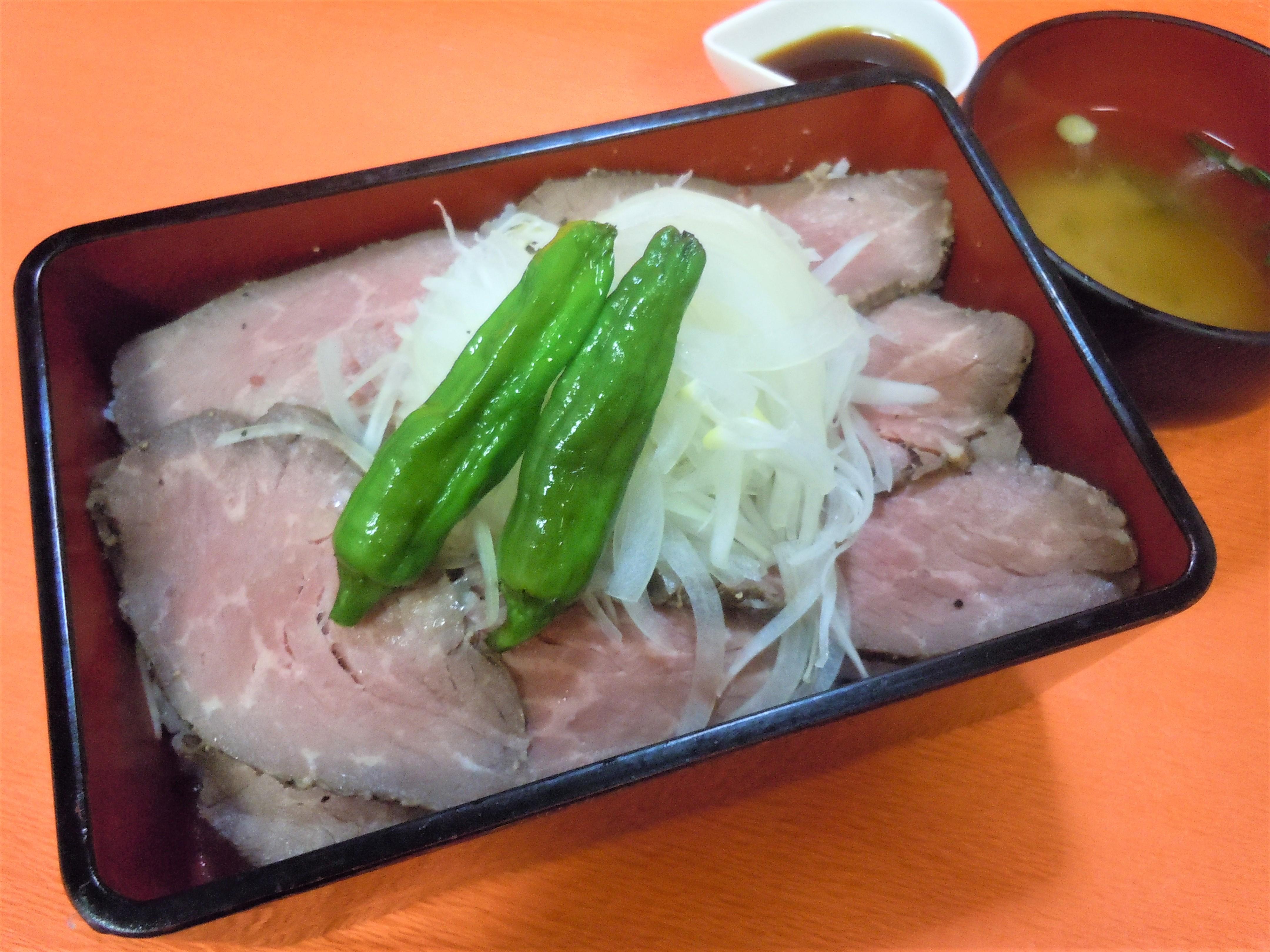 夏のご褒美ローストビーフ丼