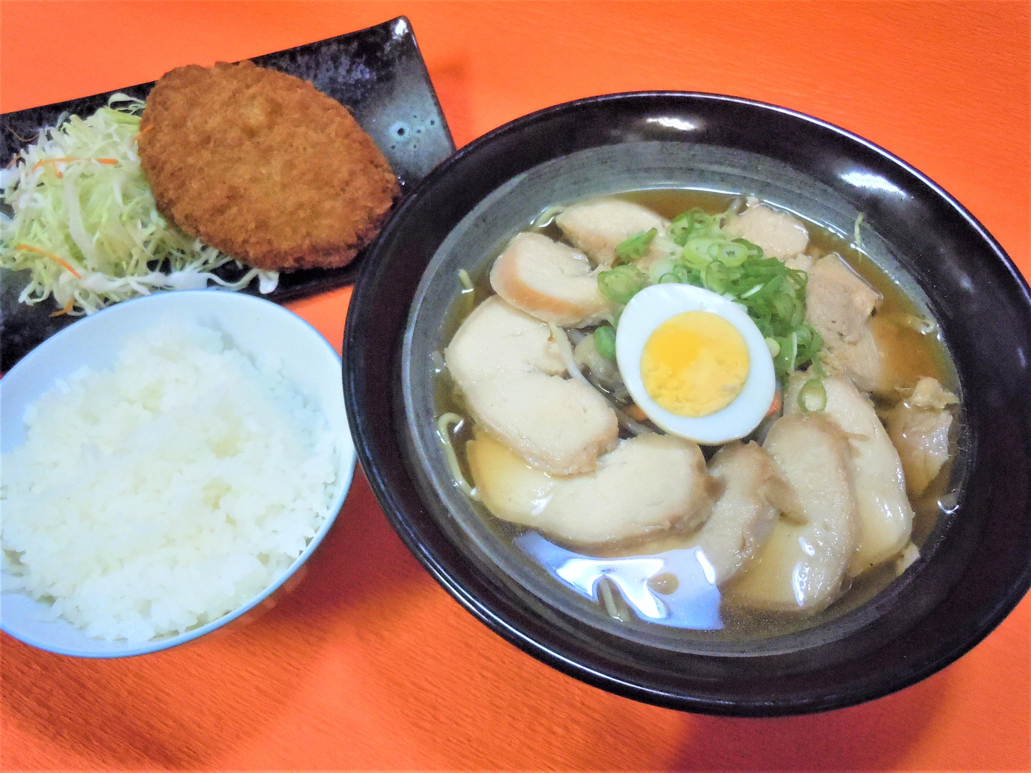 鶏チャーシュー麺定食真庭㊦